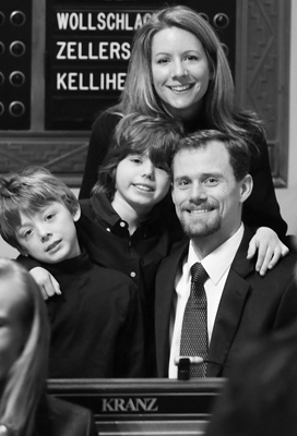 Rep. Scott Kranz is joined at his desk in the House Chamber by his wife, Kristi, and sons, Ryan, left, and Lucas, center, at the opening of the 2007 session. (Photo by Tom Olmscheid)