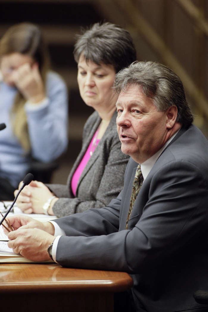 Jerry Schoenfeld, a lobbyist for the Minnesota Biodiesel Council, testifies Feb. 22 on a bill that would extend biodiesel minimum content requirement exceptions until May 1, 2020. (Photo by Paul Battaglia)